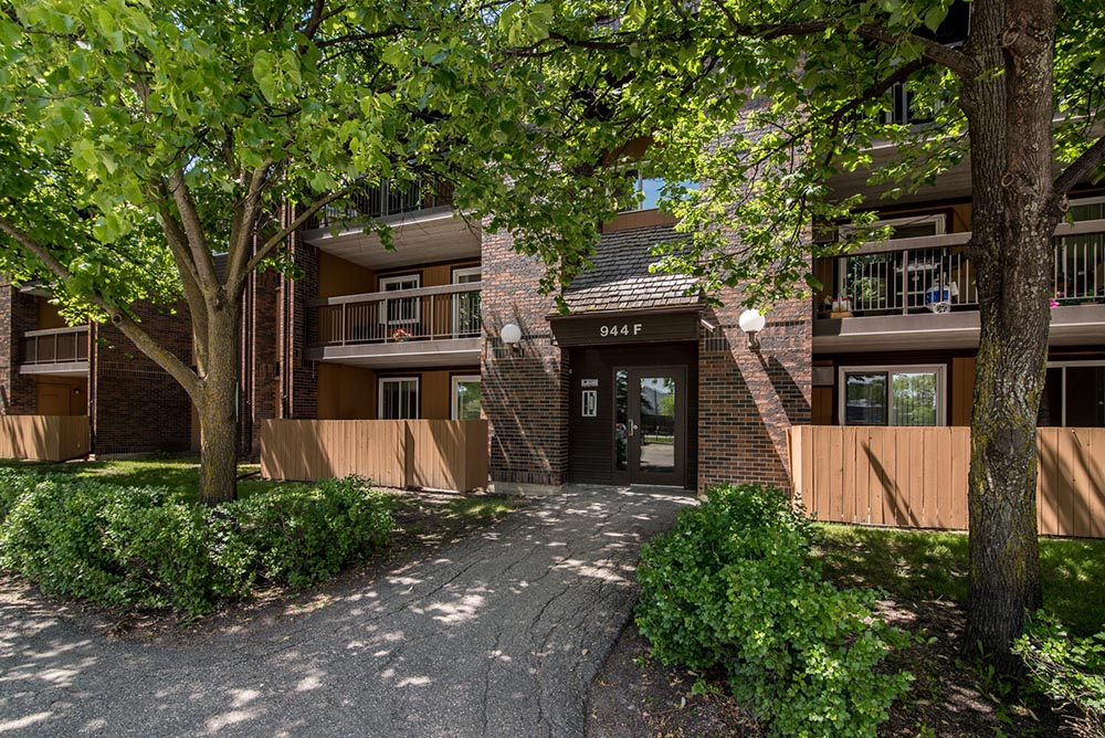 Wondrous Apartments For Rent In Winnipeg Rancho Realty Download Free Architecture Designs Momecebritishbridgeorg